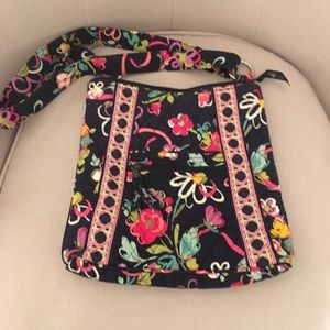 "Vera Bradley crossbody in pattern ""Ribbons"""